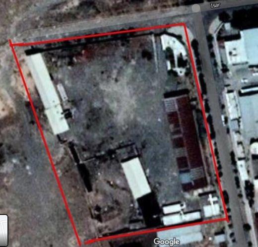 فروش 14000 هزار متر زمین با مجوز قیر در سلفچگان